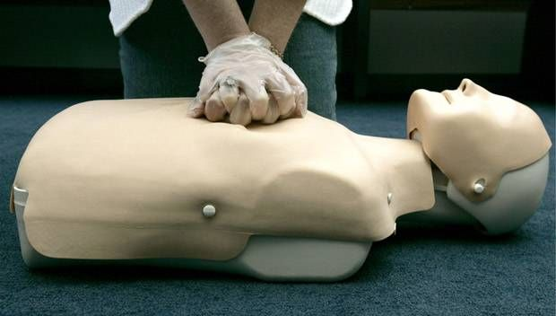 CPR instructor goes into cardiac arrest, students save him https://tmbw.news/cpr-instructor-goes-into-cardiac-arrest-students-save-him  A 77-year-old CPR instructor from England is lucky to be alive — thanks to his students.David Knowles, who is a St. John Ambulance volunteer , was teaching a first aid course to his church group a couple of months ago when he started to feel dizzy and weak.He then instructed his students, who thought he was role playing, on what to do before he passed out…