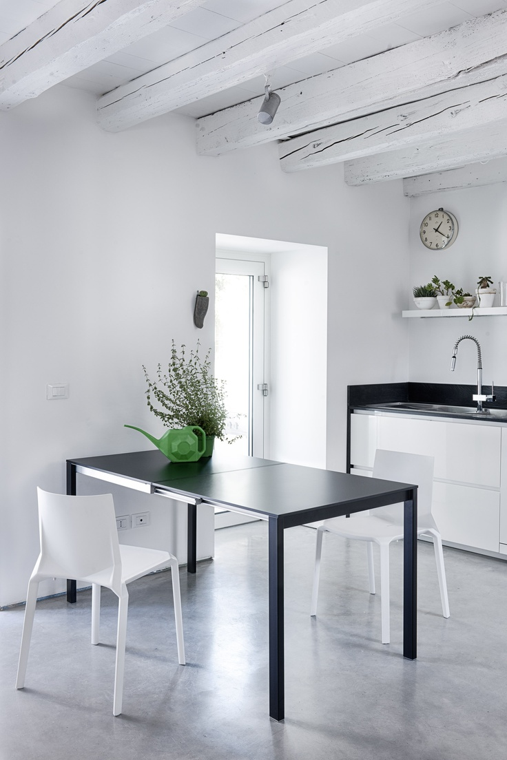Easy table + Plana chair #table #chair #chairs #kitchen #kitchendesign #kitchendecor #interiordesign #interiors #interiordecor #interiordecorating #interiordecoratingideas #design #productdesign #minimal #minimalism #minimalism #minimalist #scandinavian #scandinaviandesign #scandinaviandecor #madeinitaly