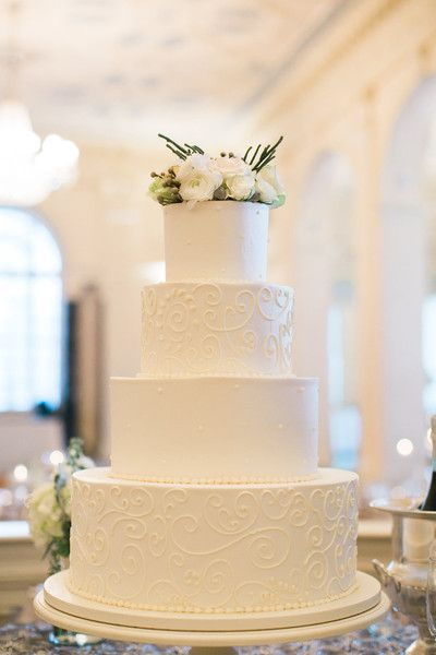 Elegant + timeless white wedding cake idea - four-tier white wedding cake with piped details and fresh flower cake topper {Christina Pugh Photography}