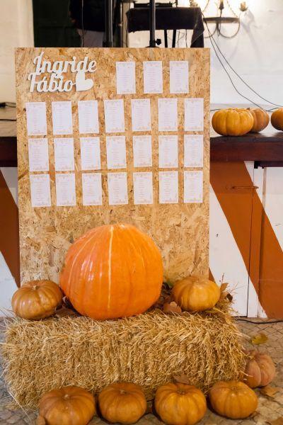 Seating plan decorado com abóboras