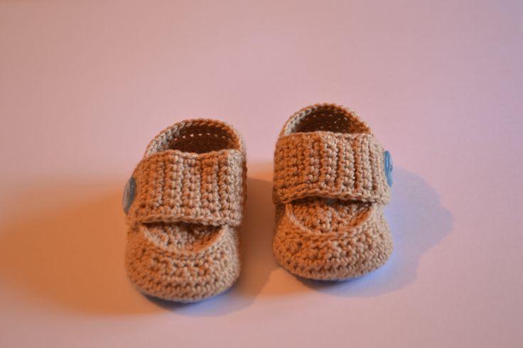 Mocasines para bebés hechos a mano de crochet.  https://www.etsy.com/es/listing/198284570/zapatos-para-bebes-hechos-a-mano-de?ref=listing-shop-header-1