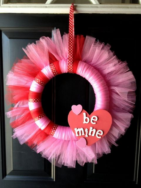 25 Valentines Day Wreaths (DIY Tutorials) - Craftionary