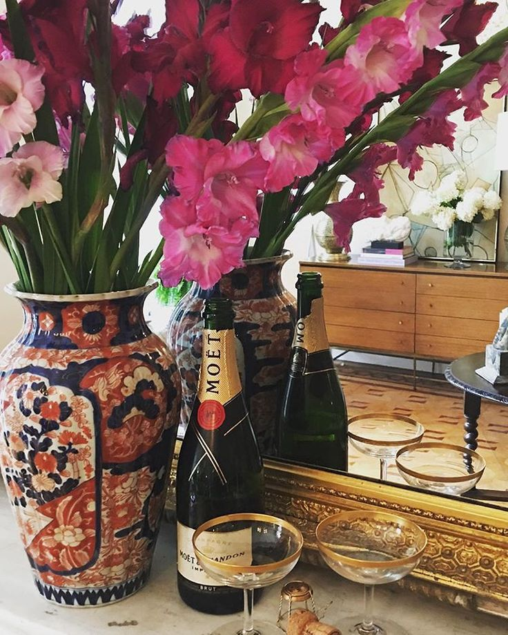 Cheers to this Fall weekend!  The shop is full of brand new finds, including pieces from the @Aerin home collection, and we are hosting a trunk show with @heidiwynne cashmere.  Join us Saturday, 11 to 3 pm, to browse, enjoy a glass of cheer, and chat.  @katherinebehrenscrosby #grayantiquesandinteriors #heidiwynne #aerin #imari #happyfriday #baltimore #mountvernon #808cathedral #cheers #champagne #antiqueshop #shoplocal #moetchandon