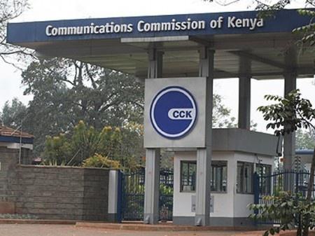 Dans l'optique de la prochaine élection présidentielle au Kenya, la Commission des communications a appelé les opérateurs de téléphonie mobile à plus de vigilance sur leur réseau. La CCK leur a demandé de veiller à ce que des messages appelant au désordre, à la désobéissance civile ou encore à la haine ne soient pas transmis.De même, les autorités Kenyanes ont mis en garde les populations face à l'utilisation du téléphone ou des médias sociaux pour disséminer des informations à caractère…