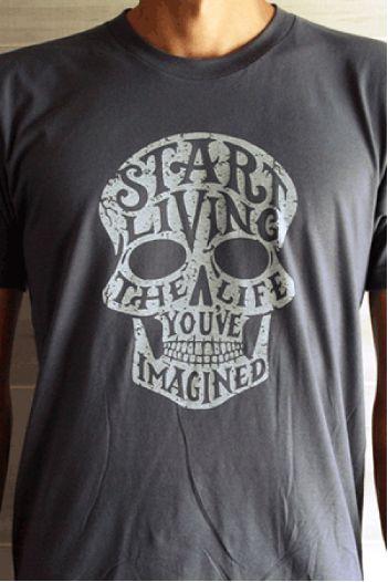 Arsenic & Honey – Ironie et Humour Noir  Fondé fin 2012 par le designer Jeff Jenkins, Arsenic & Honey est un petit label indépendant établi à Tampa Bay, en Floride. Jouant sur les contrastes et les forces contraires, la marque propose une collection de 4 tee-shirts bien stylés, dont les visuels sont d'abord esquissés au crayon à papier, puis encrés, numérisés et imprimés…  http://www.grafitee.fr/tee-shirt/arsenic-honey/  #lifestyle #fashion #streetwear #graphic #Tshirts #USA #Arsenic&Honey