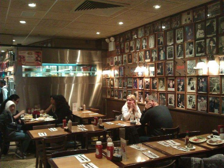 Biz de iki sene evvel Sedef ile New York gezimiz sırasında burayı keşfettik. Önce American tarzı bol etli yemek gözümüzü korkuttu... Daha fazla bilgi ve fotoğraf için; http://www.geziyorum.net/carnegie-deli/