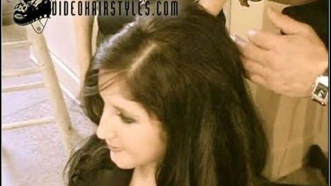 Çekici Saç Stilleri Nasıl Yapılır - Düğün, mezuniyet balosu, kutlama vb özel anlarınızda pratik şekilde uygulayabileceğiniz yeni trend saç modelleri, saç örgü modelleri, saç toplama teknikleri, en güncel kısa ve uzun saç modellerini sizler için biraraya getirdik. Güzel görünmek ve mükemmel saçlar için videomuzdan ilham alarak bir kaç deneme ile istediğiniz sonuca ulaşabilirsiniz.