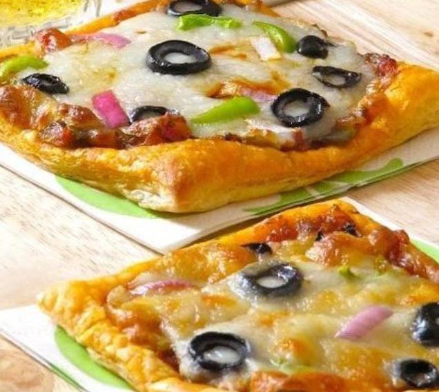 Мини-пицца на основе из хлеба или слоеного теста
