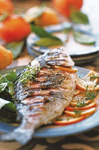 Vous adorez le poisson mais ne savez pas lequel choisir ? En choisissant cette daurade grillée aux agrumes vous serez sûr(e) de faire le bon choix.