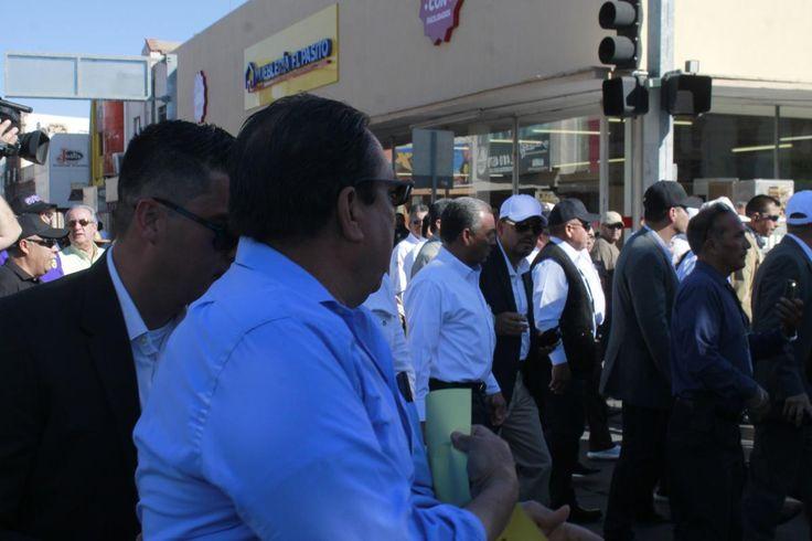 Conato de bronca con exbraceros en el desfile del Día del Trabajo | El Puntero