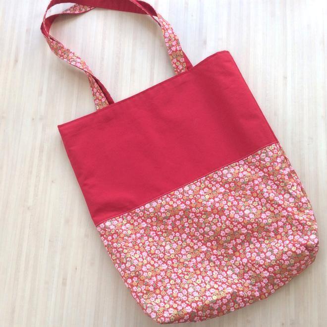 Un Tote Bag fleuri - une bien jolie couture avec un tissu japonais http://tricocotier.com