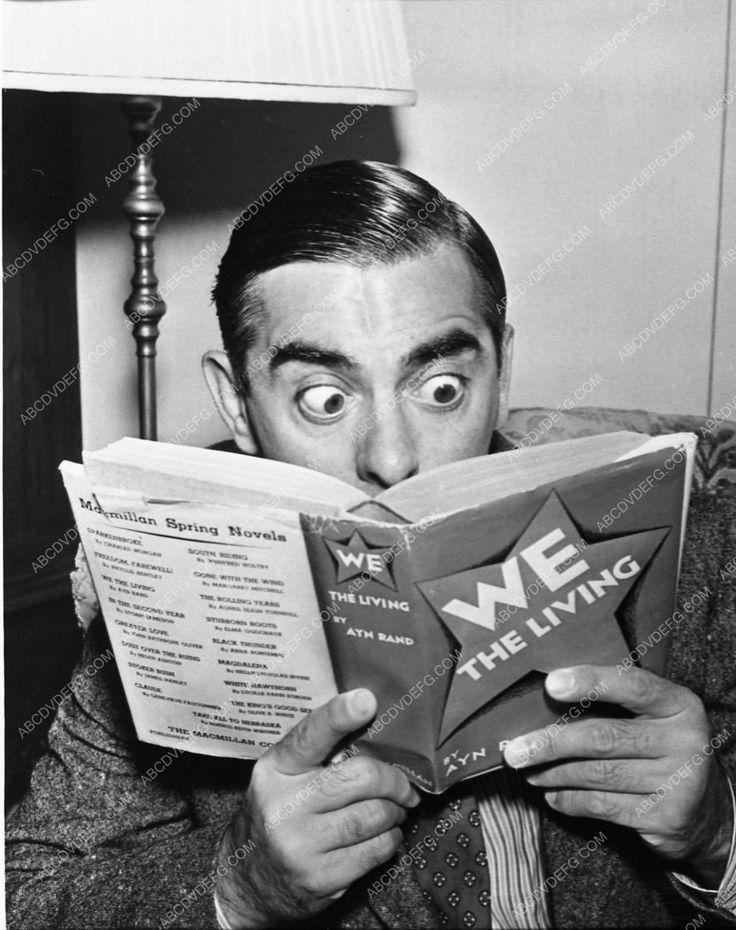 photo Eddie Cantor reading 3002-25