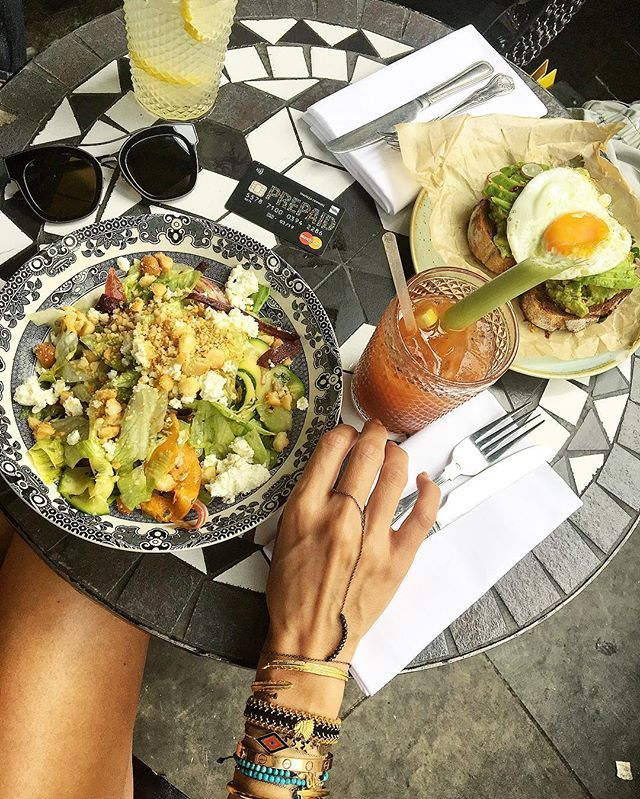 Yuuuum!! @mastercardgr #contactless always with me!😉 @angelodispiritorosa ring bracelet & @antoniakarra arm party & @bottegaveneta shades @panaidiseyewearboutique 😋 #shopranoblog #shopranoinlondon #lunch #food #foodie #foodporn #mastercardgr #mastercard #instafood #antoniakarra #london #bottegaveneta #panaidiseyewearboutique