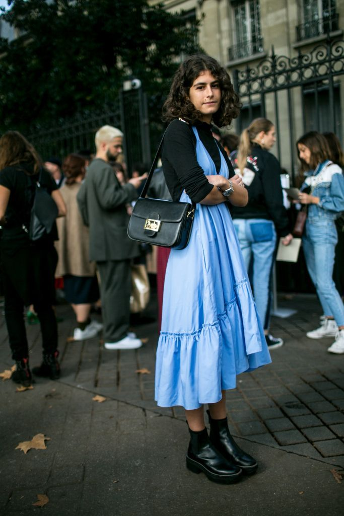 Street style at Paris Fashion Week Women's Spring 2018 #ParisFashionWeeks