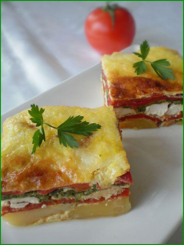 Piept de pui in straturi de legume.Reteta culinara Piept de pui in straturi de legume. Reteta cu piept de pui, straturi de ardei copt, spanac si cartofi.