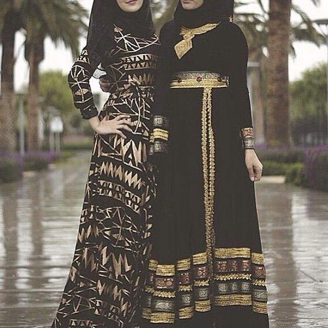 love this jubah. esp the left one. black and gold really looks great together.