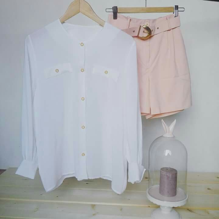White shirt , vintage 80s one size s/m €24,00 Pastel pink shorts , size S €18,00 #ootd #outfit #vintageoutfit #vintageclothes #shirt #whiteshirt #shorts #pastelpink #vintageshop