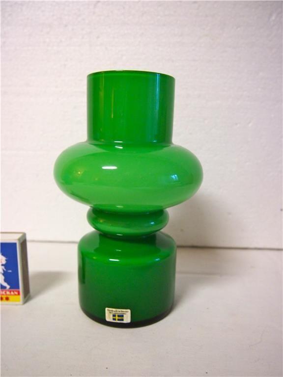 Retro/Vintage 1960-tal design Lindshammar vas i Glas på Tradera.com - Denna Grönskiftande vas fr ca 1960-talet är ca 19 cm hög och har bottendiameter ca 8 cm - Kommer fr Lindshammar SW