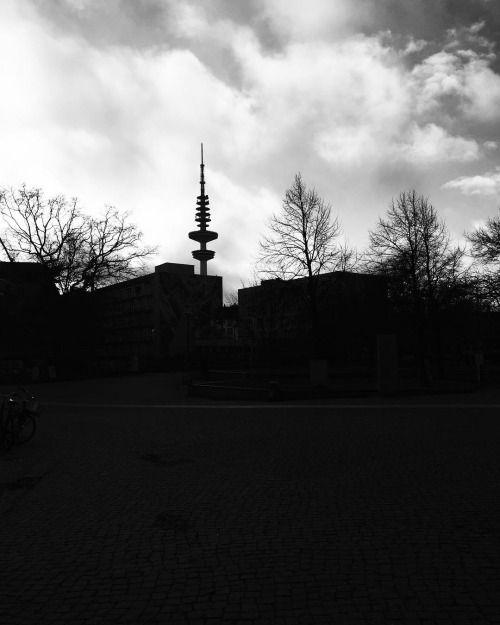 Die #unihamburg ist leider so hässlich dass ich sie schwärzen...