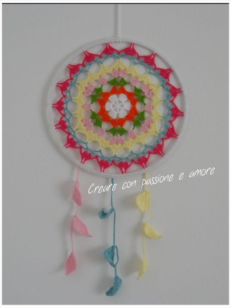 Mandala acchiappasogni ad uncinetto by https://www.facebook.com/creareconpassioneeamore/ … … #crochet #lemaddine #handmade #mandala