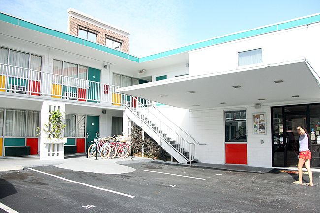 Thunderbird Inn: A Kitschy Mid Century Modern Hotel Stay in Savannah, Georgia