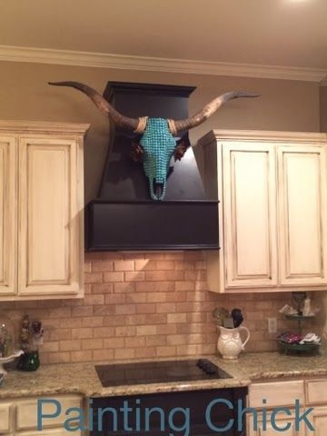 Love the placement of this skull‼️Great way to decorate your western/country kitchen‼️