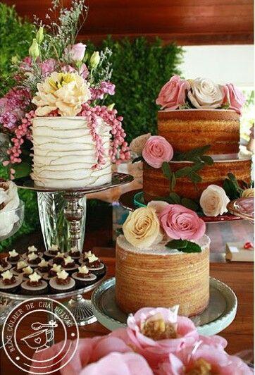 Conjunto de bolos e bolo de rolo