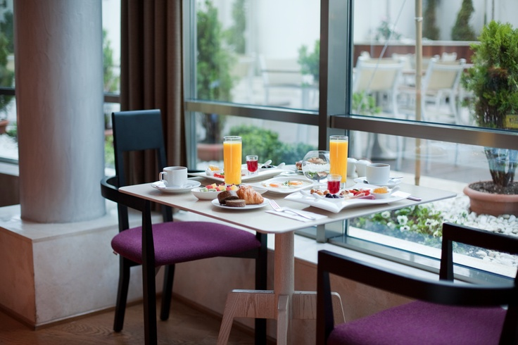 Pazar günü Cosy Restaurant'ta kahvaltı keyfi için masamız hazır sizi bekliyoruz…  .....  The table is ready for an amazing breakfast at our Cosy Restaurant. The only thing missing is you…