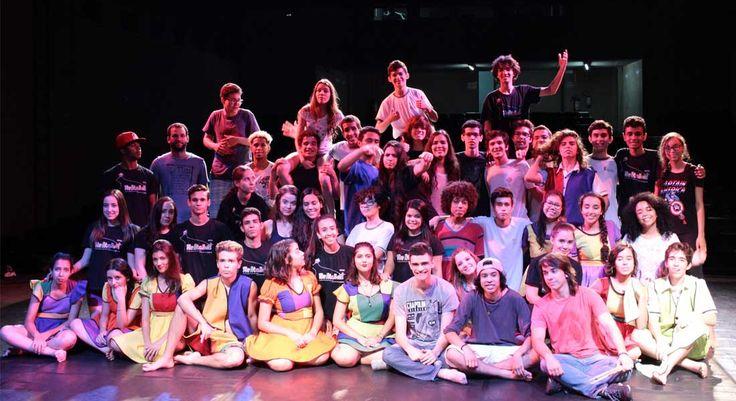 ESTUDANTES DO ENSINO MÉDIO DE UBERLÂNDIA NO TEATRO RONDON PACHECO Produção de estudantes do Ensino Médio de Uberlândia – ReAtalhos: memórias daquilo que somos feitos – será apresentada em três sessões no Teatro Rondon Pacheco, em Uberlândia. http://roteirouberlandia.com.br/estudantes-do-ensino-medio…/ #omelhordeuberlândia #uberlândia #minasgerais