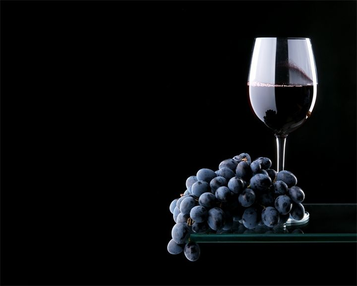 виноград и вино Большой выбор фруктов на рынке Бокерия в Барселоневиноград и виновиноград и виноАрбуз, дыня, яблоки, груши, виноград и другие фрукты на картине «Натюрмор...