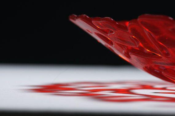Modern red decorative glass plate S-interiors by SInteriorsShop