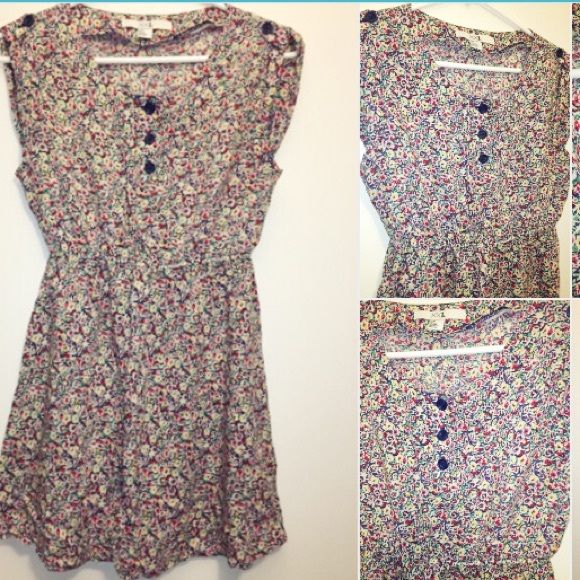Floral button up dress Floral button up dress from Forever 21. Size small. Gently worn with no imperfections. Forever 21 Dresses