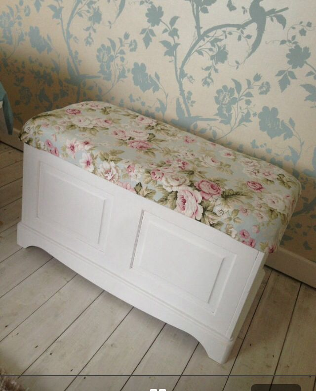 I want to upholster and paint our blanket box.  ecd2c2e27757