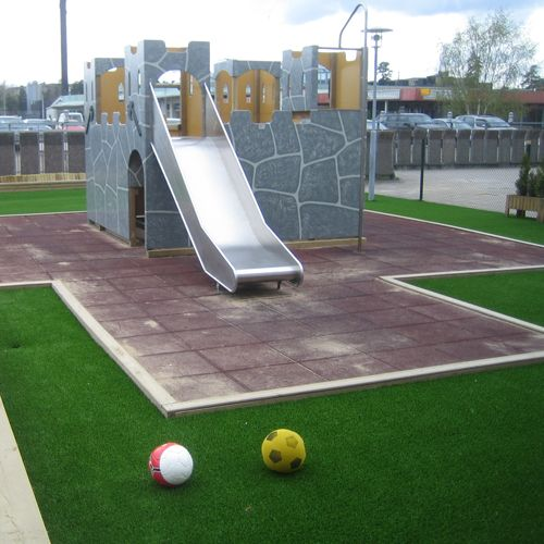 Children's paradise, Sunwing artificial grass can protect their safe!