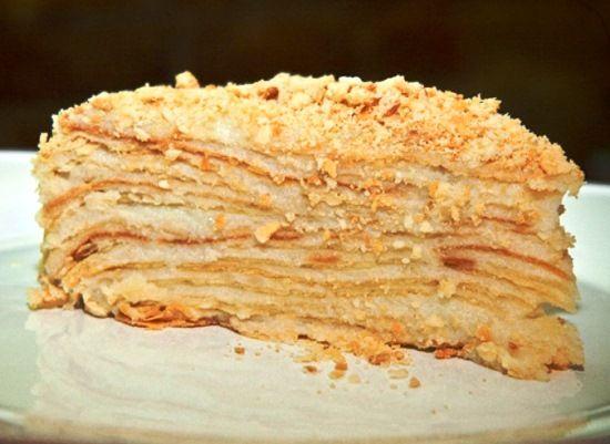Хотите идеальный торт к Новому году? Испеките наполеон в мультиварке. Этот торт печется из самых простых продуктов, зато стопроцентно украсит любой праздник.