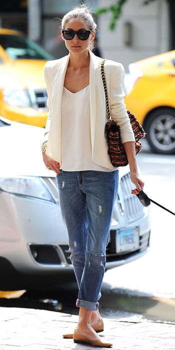 Blazer with boyfriend jeans and flats. A perfect everyday look.