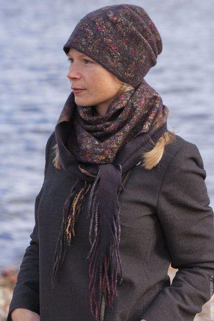 Купить или заказать шапка валяная шарф валяный шапка и шарф 'почти хохлома )' в интернет-магазине на Ярмарке Мастеров. Итальянская шерсть( мягкая и не колючая )очень очень темного серого цвета ,почти черного и натуральный шелк с мелким цветочным принтом.Получился комплект на весну осень и теплую зиму , войлок не толстый ,пластичный,мягкий , Шапочку чулок можно одеть множеством способов в том числе и с подгибанием .Шарфик-бактус имеет форму треугольника,подойдет и под верхнюю одежду и ...