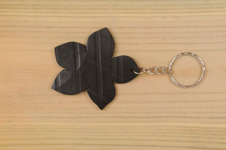 Flower shaped key holder made of tire's inner-tube
