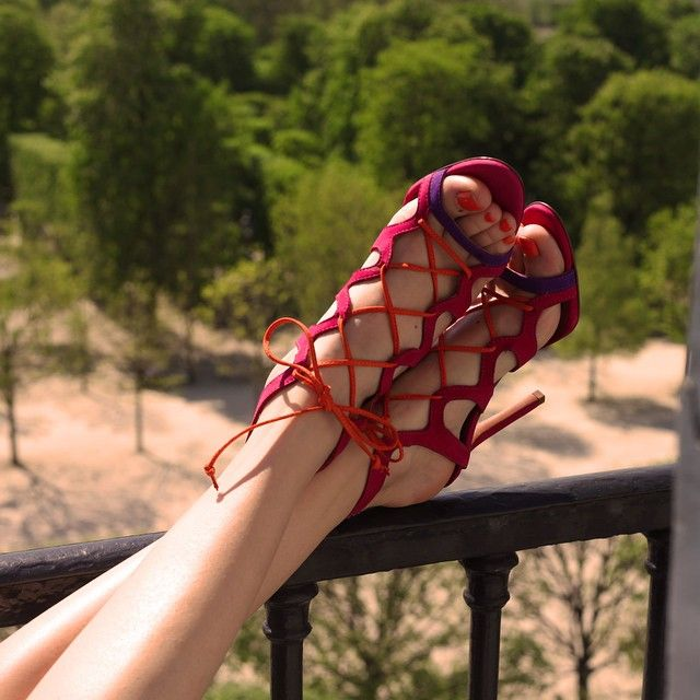 Journée au sommet!Happy Tuesday #cosmoparis #glam #sandals #fashionblogger #fashion #instamorning #instafashion #instastyle #instashoes #instanail #instyle #instacool #instagood #heels