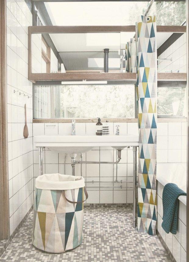 On adore la salle de bain avec le rideau de douche et le panier à linge SPEAR pour une ambiance design scandinave réussie ! http://www.goodobject.me/accessoires-salle-de-bains/766-panier-linge-spear-ferm-living.html