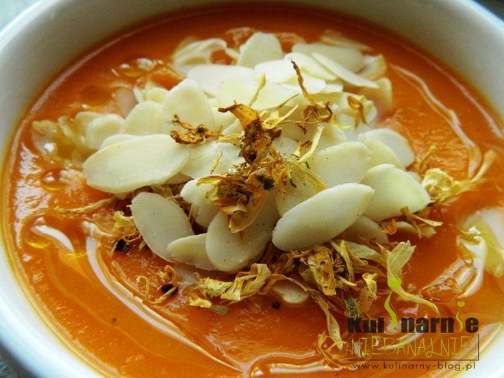 Zupa krem z marchwi z płatkami migdałów