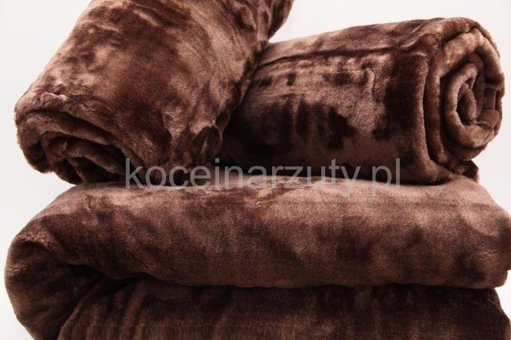 Brązowe narzuty i koce na sofy do salonu