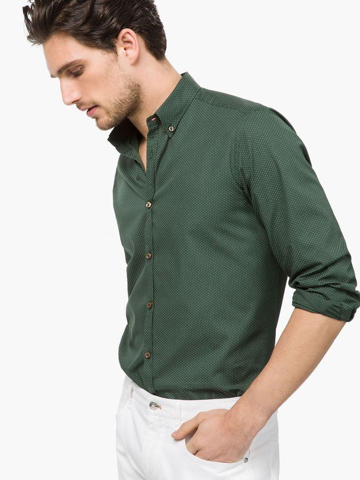 CAMICIA STAMPA SLIM FIT in abbinamento con jeans scuri.  Slim fit shirt to match with dark jeans