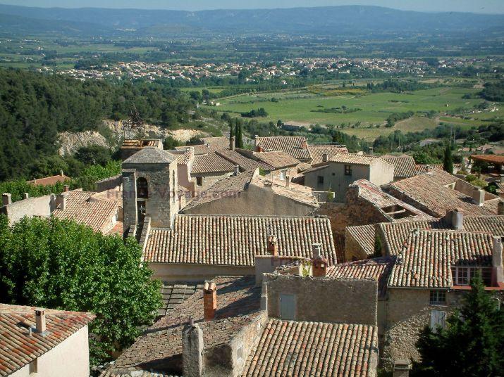 Le Barroux: Daken van het dorp - France-Voyage.com