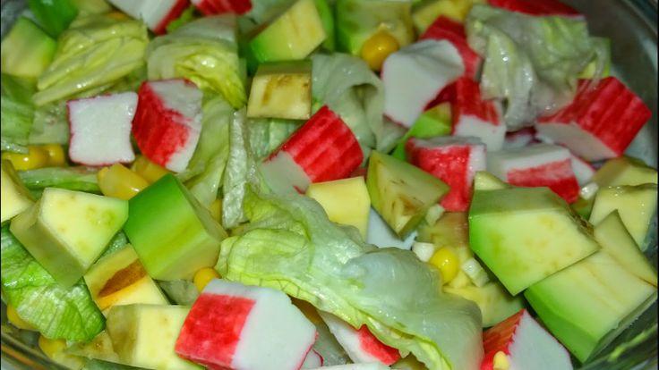 Salată cu avocado și surimi