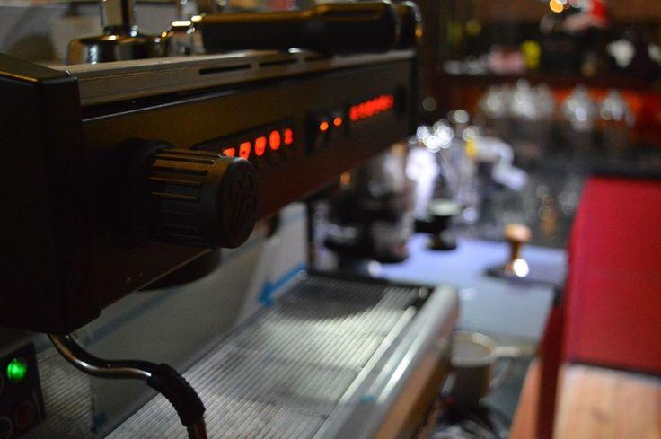 Bermitra dengan Coffeeland, mesin kopi espresso ini sudah termasuk dalam paket kemitraan selain bahan dan pelatihan untuk usaha kedai kopi modern.