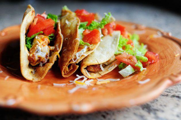 Chili-kip taco's met tomatensalsa - Culy.nl