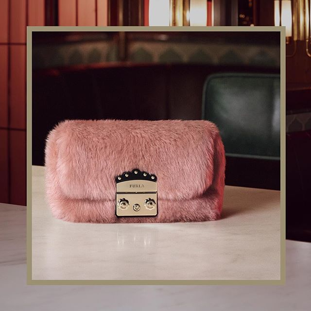 Pastel hues and fluffy textures in eco fur: discover the new Furla Metropolis Nuvola bag from our Cruise 18 collection, follow us at #thefurlasociety.   #furlafeeling #furla #holiday #campaign #newcollection #furlacruise18