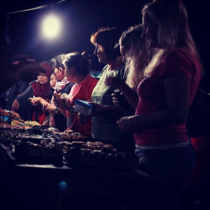 ...tradisional night market...