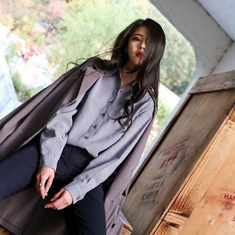""". ❤️#miscellalove . @yuppeofficial . #miscellani #shopmiscellani #kfashion #koreanfashion #designer #trend #style #contemporary #street #casual #kpop #ulzzang #models #celebrityfashion #kdrama #dailylook #ootd #韩国时装 #韩国流行 #韩国品牌 #潮服 #流行时尚 #代购 #明星衣橱 #小香风 #韓國貨 #韓國衣服 #韓國流行服飾 #韓國女裝"""